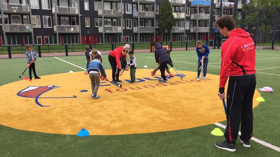 Buiten spelen cruyff court Den Haag