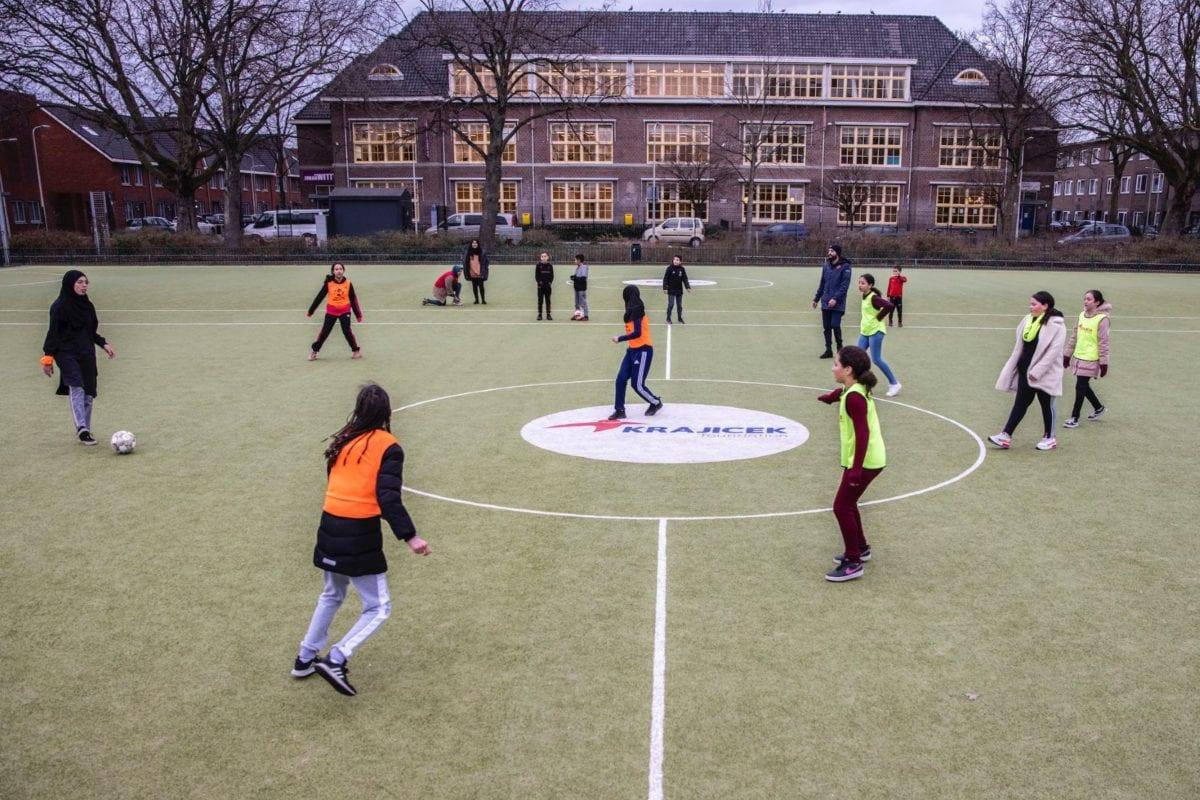 Streetsport op een krajicek playground in Den Haag